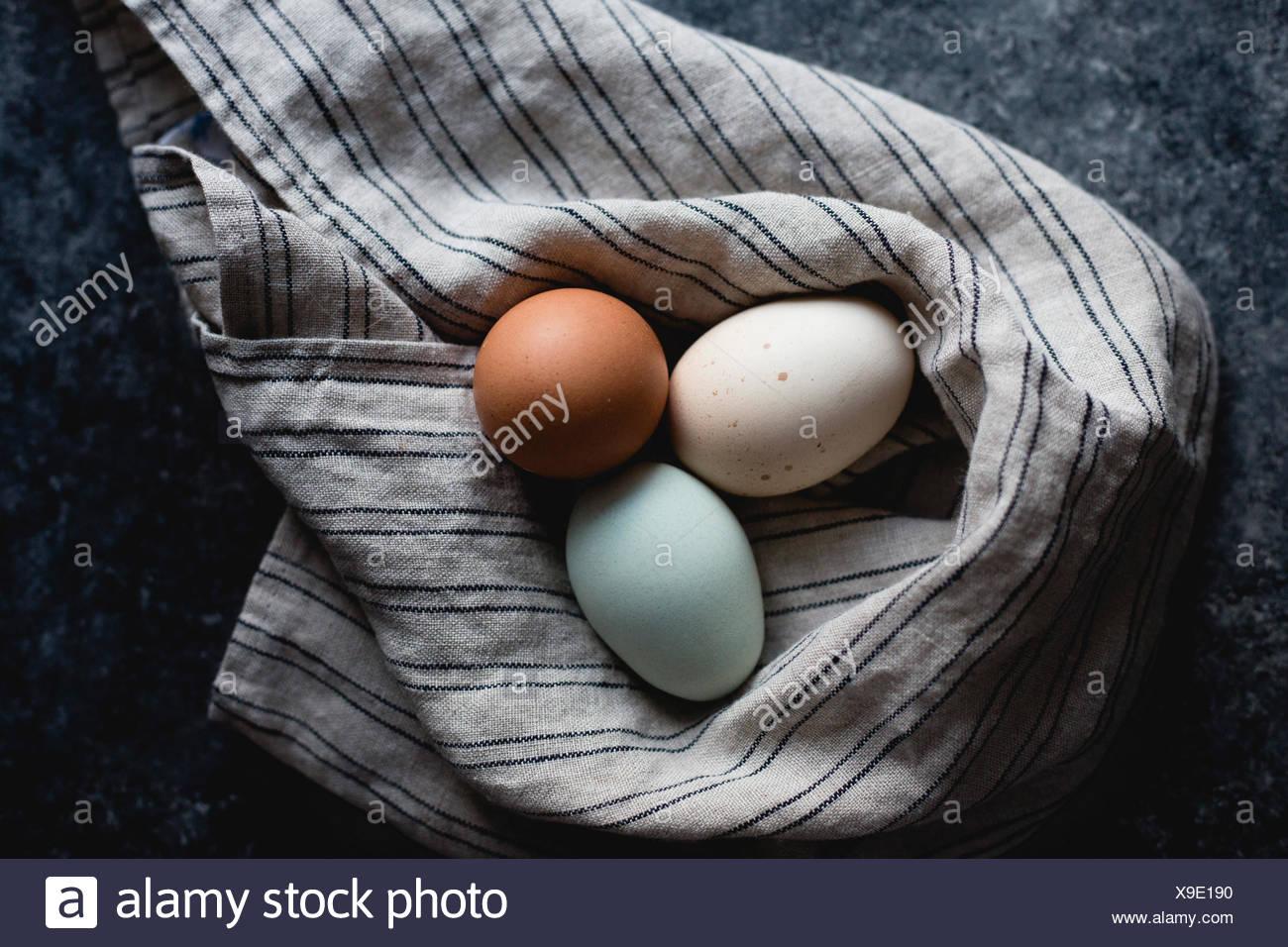 Varios huevos coloreados Imagen De Stock