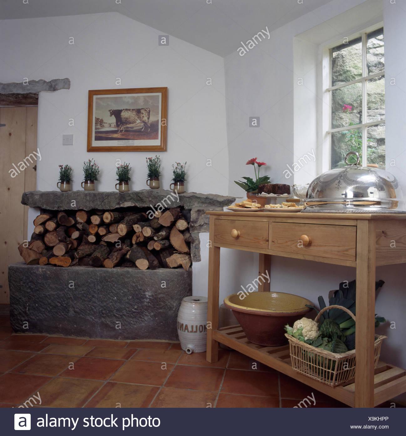 Kitchens Traditional Storage White Imágenes De Stock & Kitchens ...
