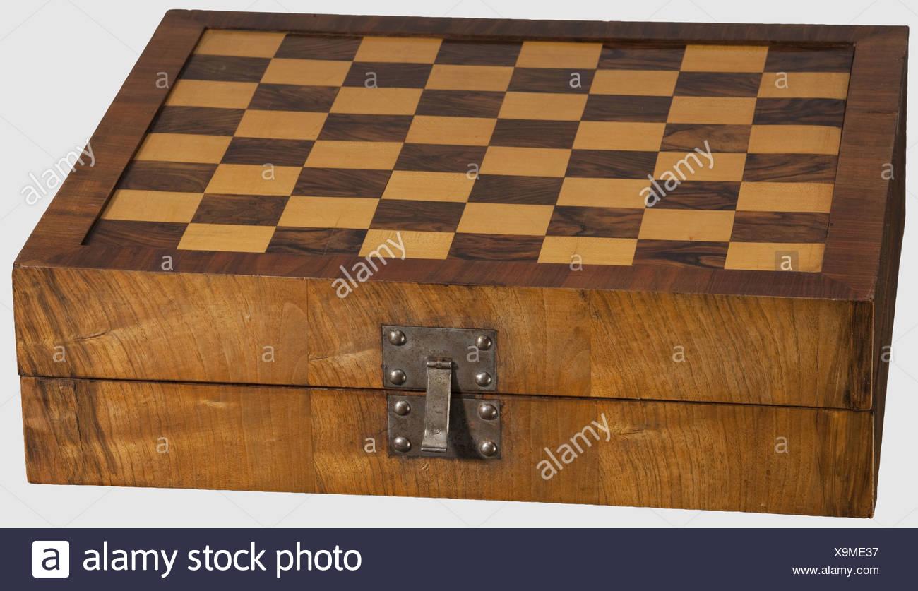Un barroco playboard, Sur de Alemania, a comienzos del siglo XVIII. Caja de madera plegable, con lujosas marquetería hecha en madera de nogal y fruitwoo Foto de stock