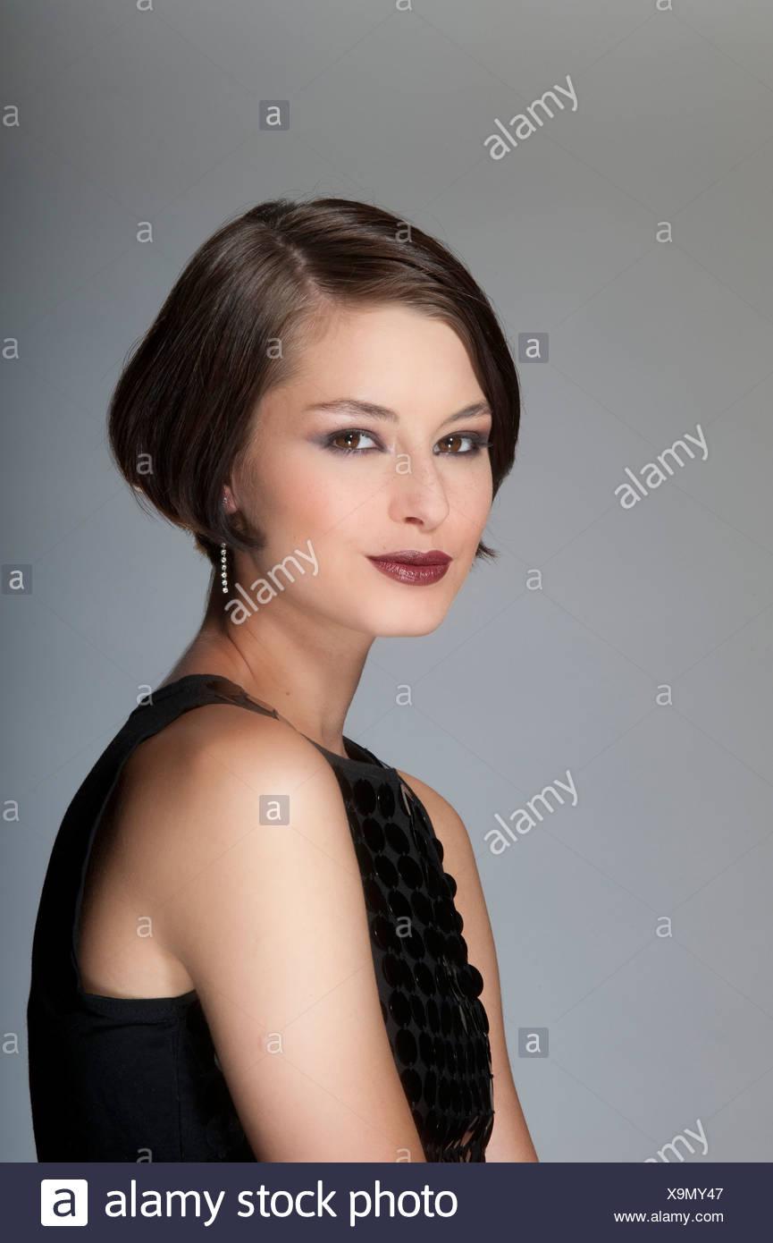 Maquillaje para vestido negro corto