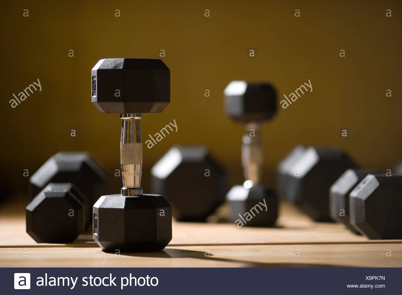 Pesas en el piso de un entrenamiento personalizado studio Imagen De Stock