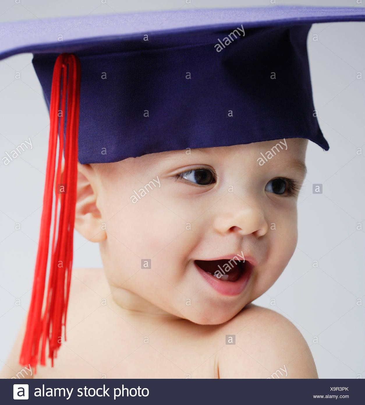 e254c9914 Wearing Graduation Imágenes De Stock   Wearing Graduation Fotos De ...