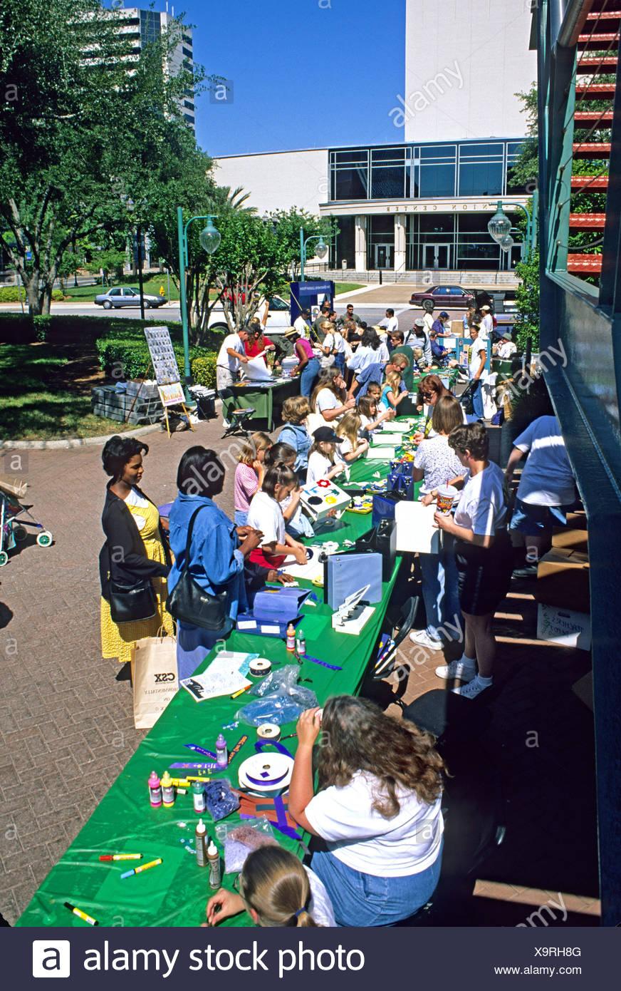 Las personas étnicamente mixta de Jacksonville, Florida, Celebración del Día de la tierra Imagen De Stock