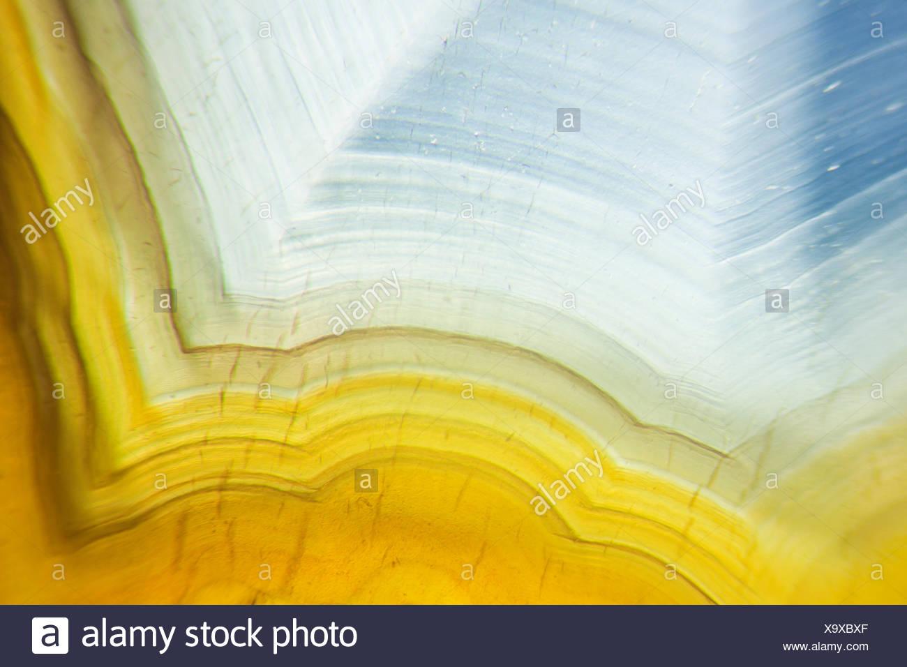 Microfotografía de un disco de ágata con luz transmitida Foto de stock