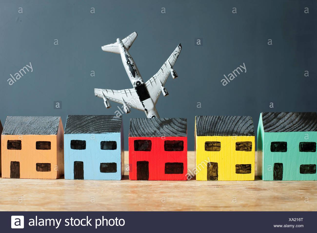 El último mensaje gana  - Página 5 Avion-estrellandose-en-casa-modelo-xa216t