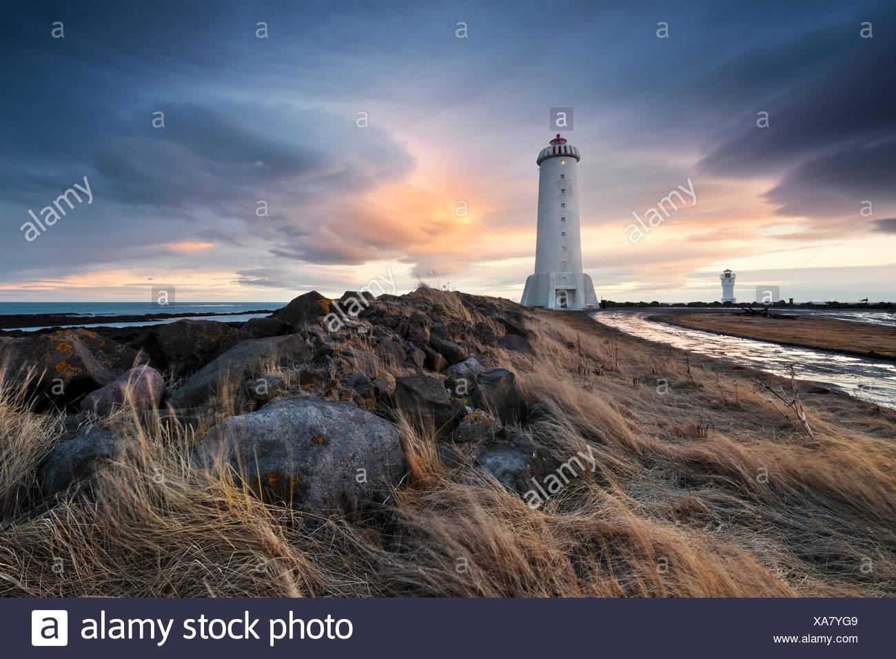 Akranes Anuncios, Faro, Islandia, atmósfera, azul, pintura, luces, roca, mar, nubes, dramático Imagen De Stock