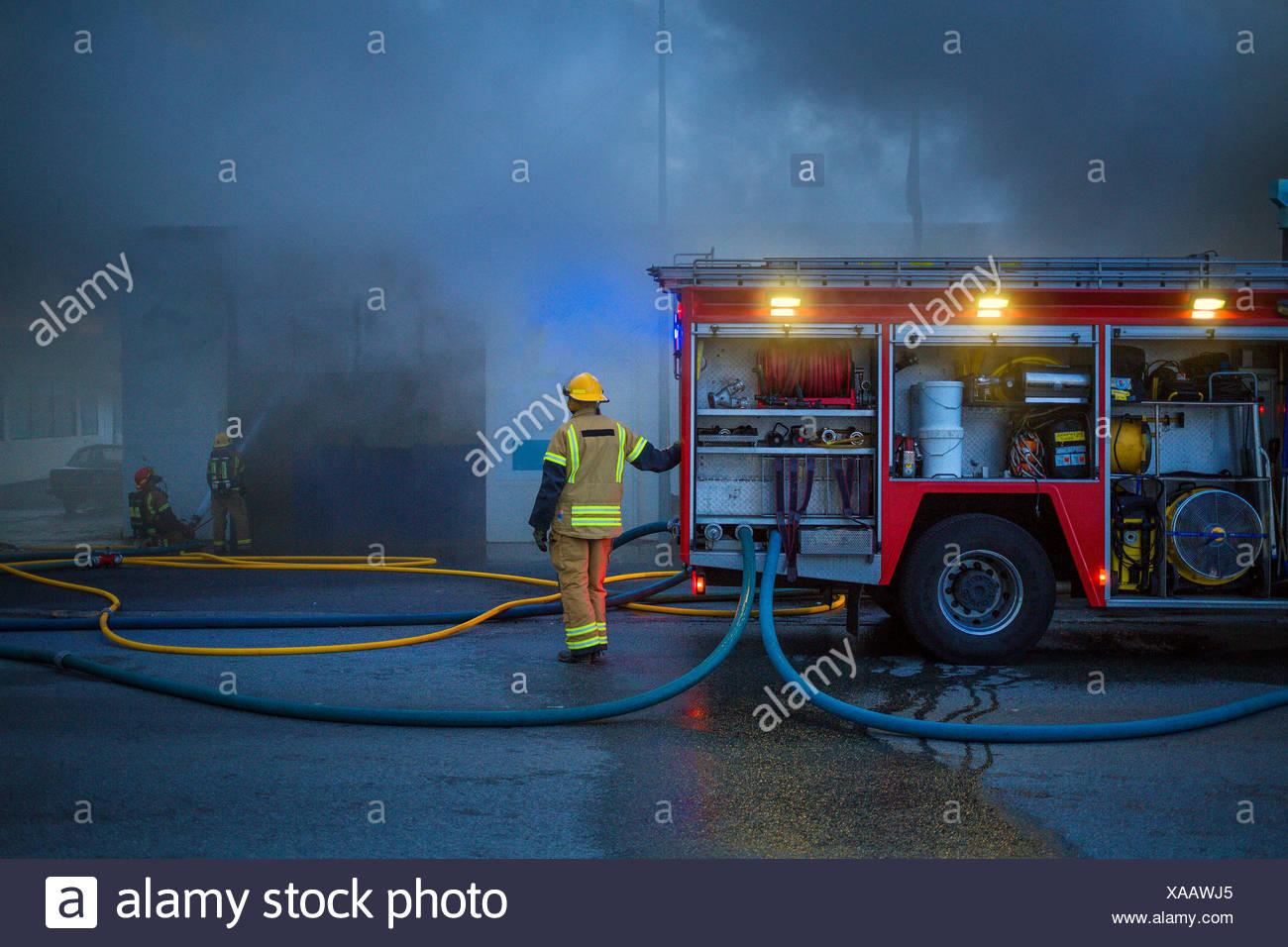 Incendio en un pequeño negocio en la mayor zona de Reykjavik, Islandia Imagen De Stock