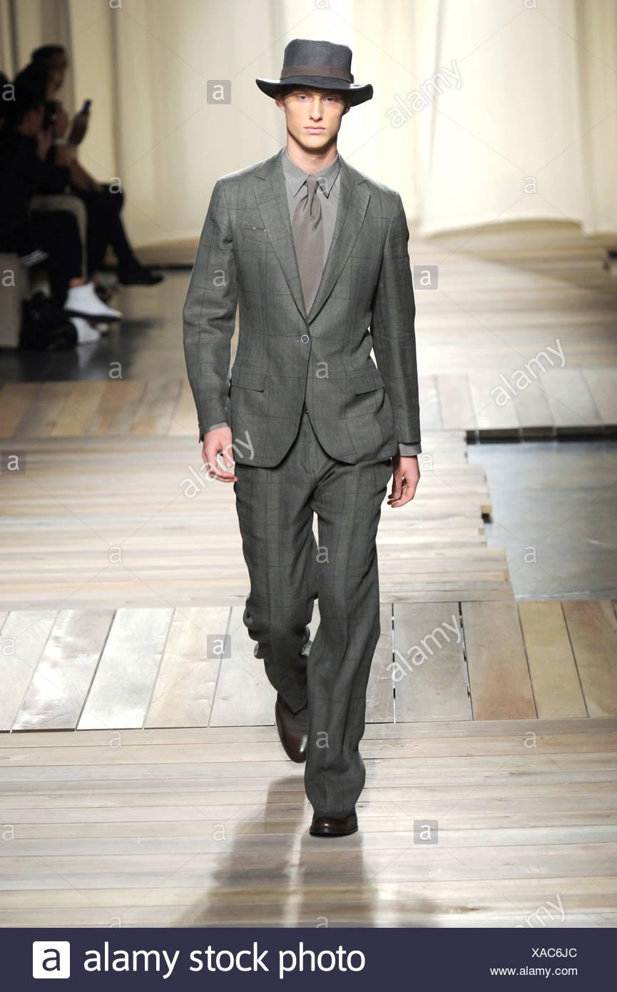 Zegna Milán listo para vestir Primavera Verano hombres vestidos de traje 5901947aa735