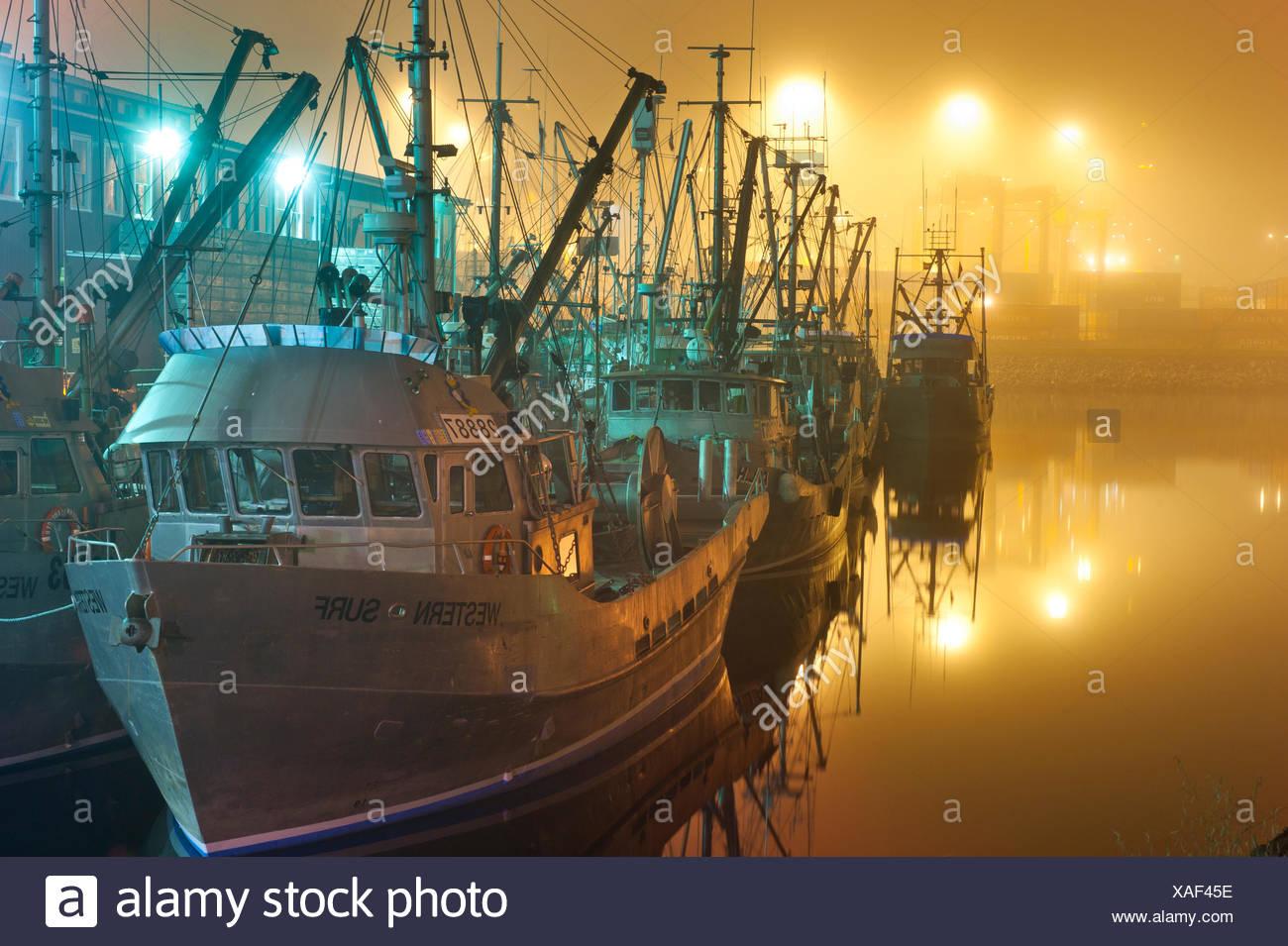 Barcos de pesca comercial en el puerto de Vancouver, British Columbia, Canadá Foto de stock