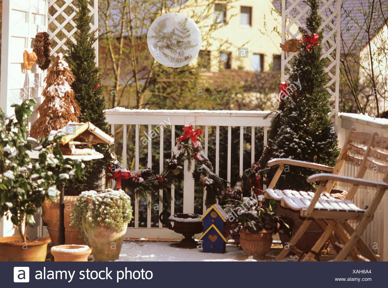 Balcon Decorado Para La Navidad Foto Imagen De Stock 281890620