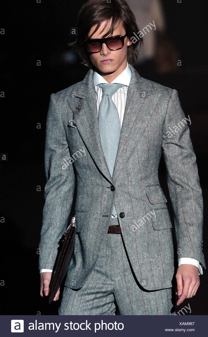 9380b2bf04a26 Gucci Milan listo para ponerse ropa de hombre Otoño Invierno traje gris