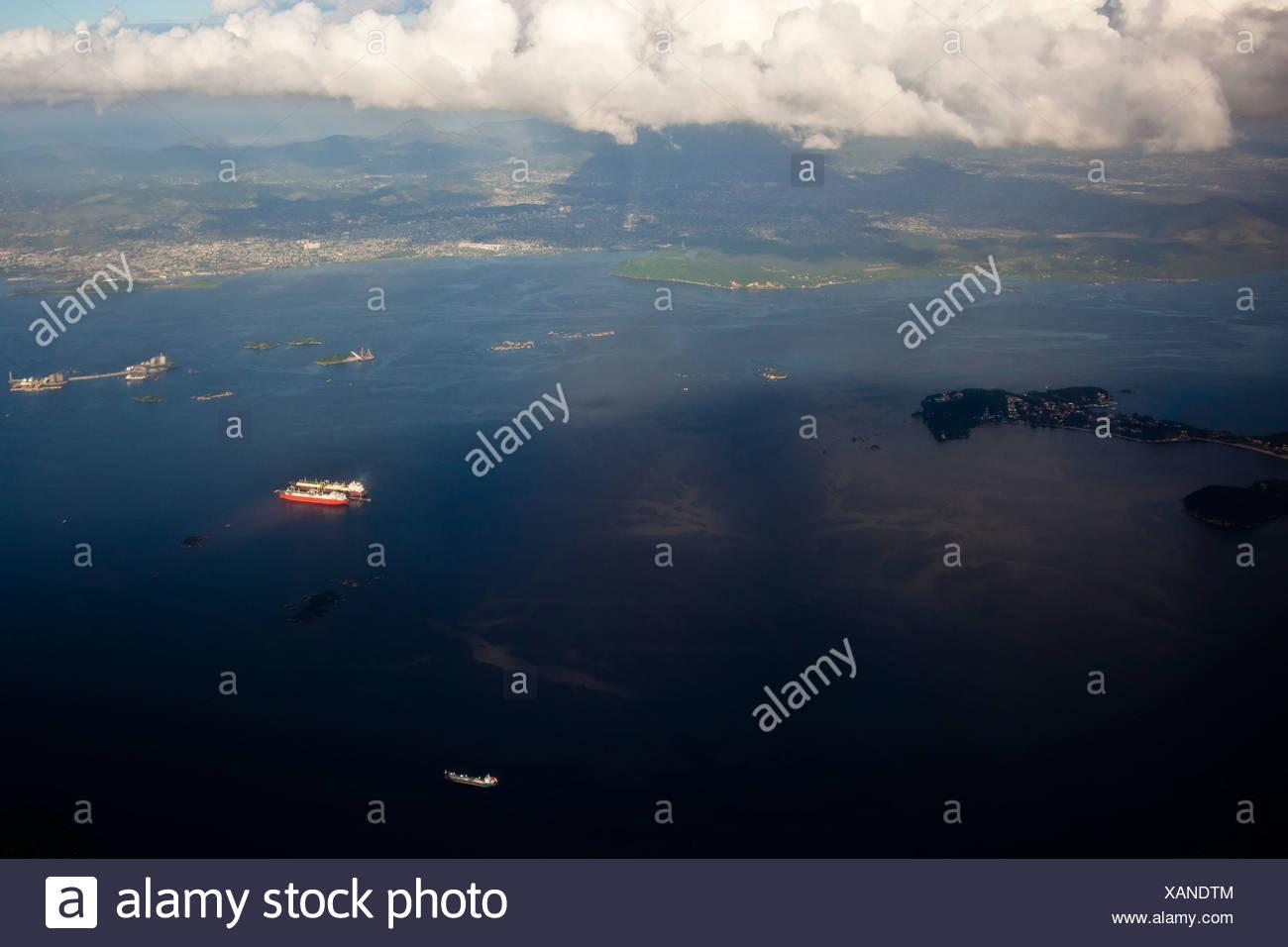Derrame de petróleo cerca de la isla de Paqueta La Bahía de Guanabara, Río de Janeiro, Brasil la degradación ambiental contaminación del agua Imagen De Stock