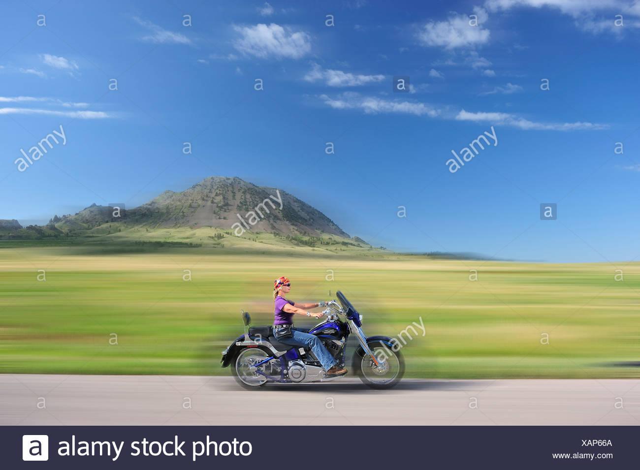 Velocidad, equitación, caminos abiertos, Sturgis, USA, Estados Unidos, América, América del Norte, Black Hills, Maurreen Doz, mujer, bicicleta, modelo rel Foto de stock