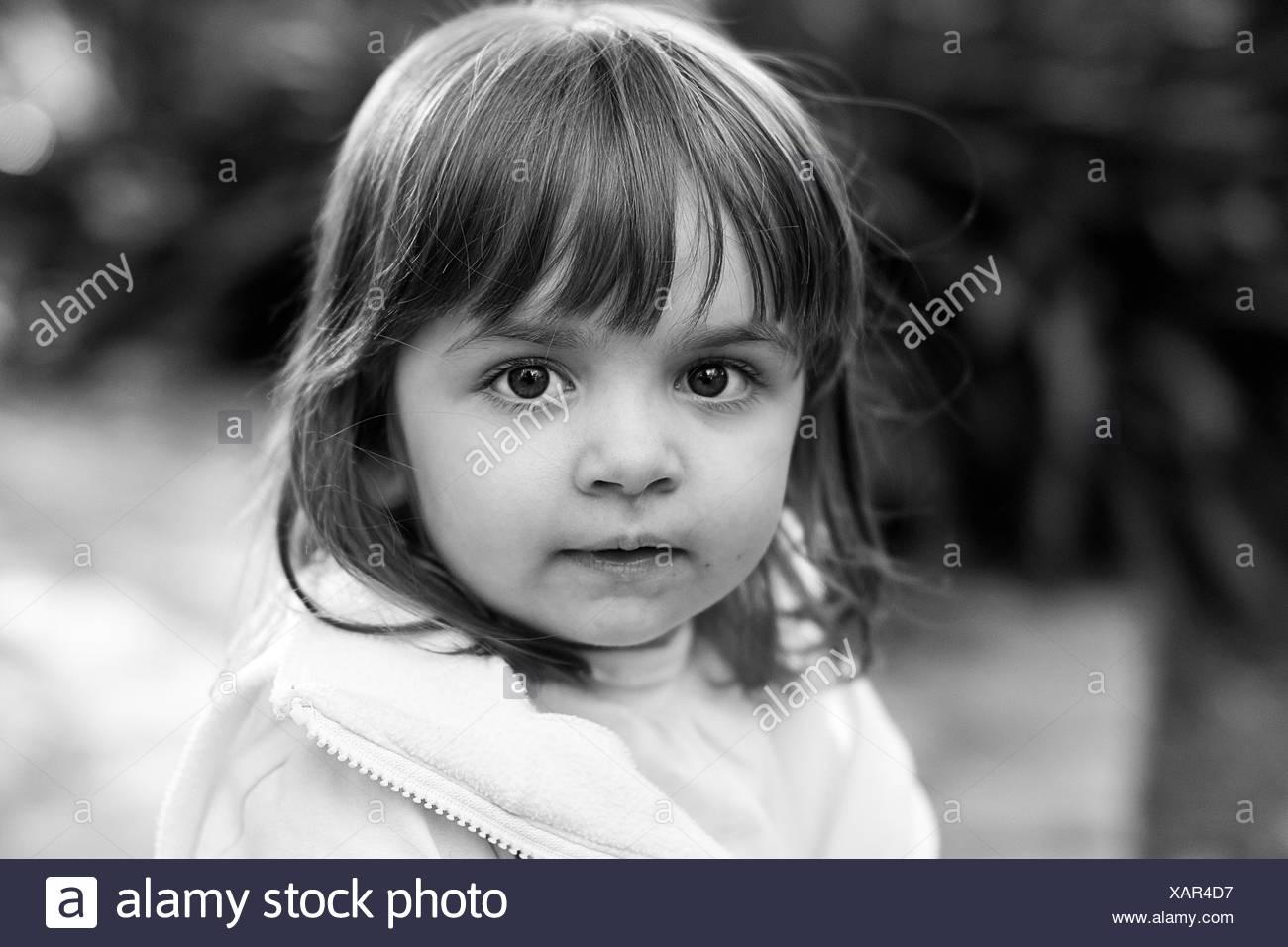 Argentina, Buenos Aires, Retrato de niña (2-3) mirando a la cámara Imagen De Stock