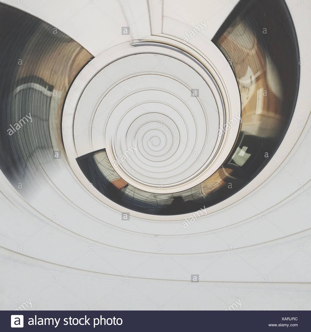 Compuesta Digital de espiral abstracto patrón blanco Foto de stock