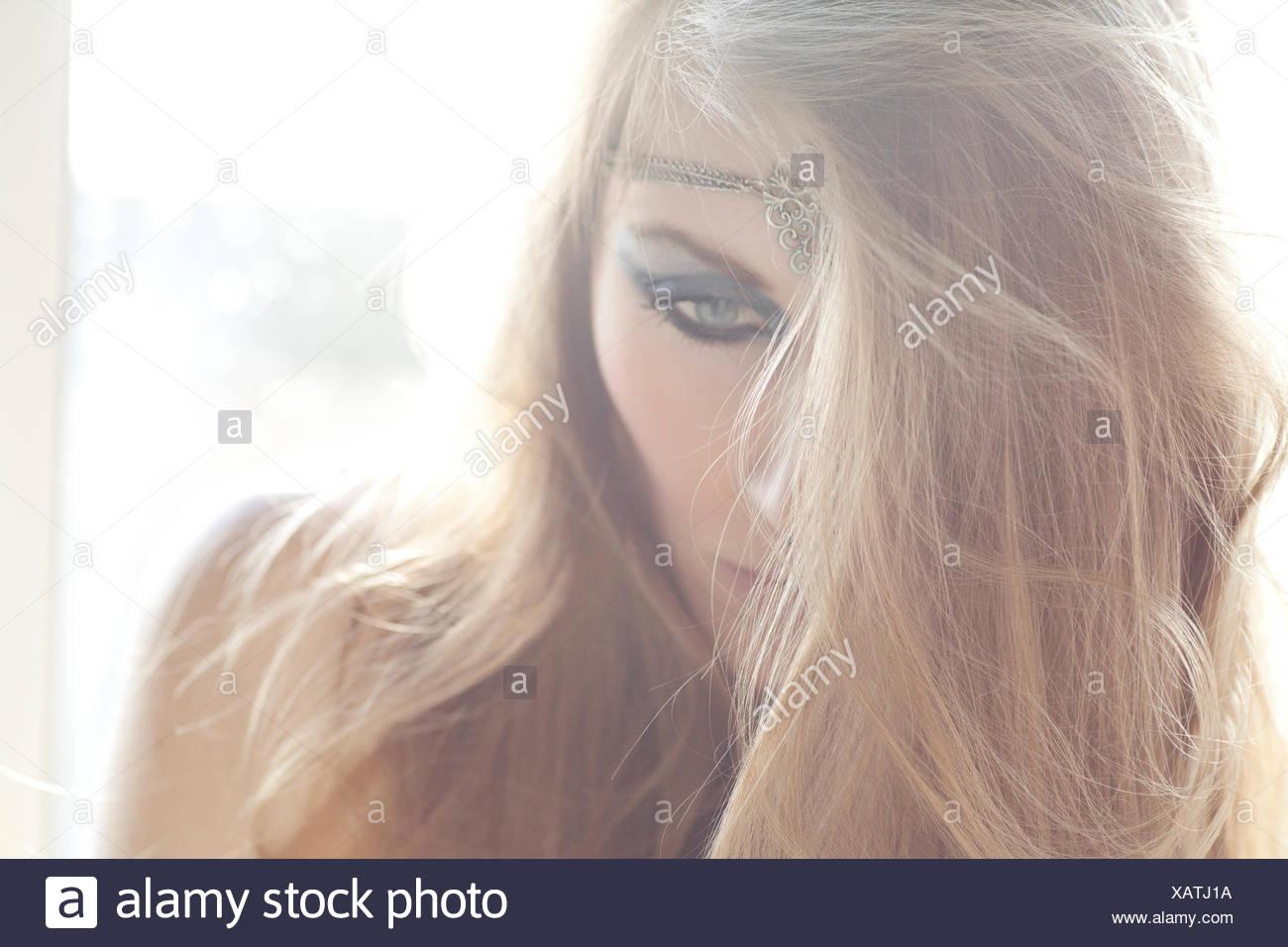 Retrato de una mujer joven, abatido mira Imagen De Stock