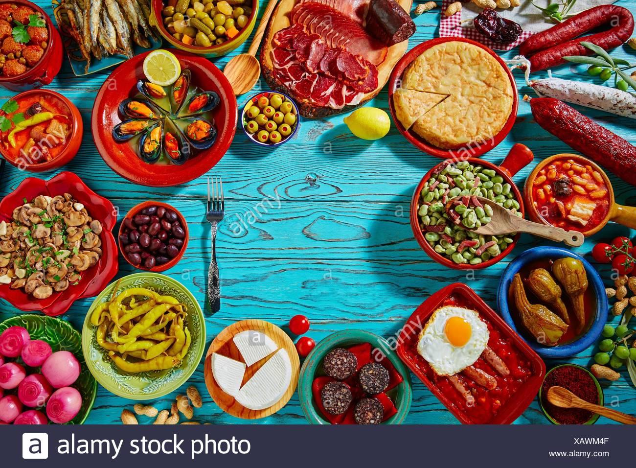 Tapas de España mezcla de recetas más populares de la cocina mediterránea. Foto de stock