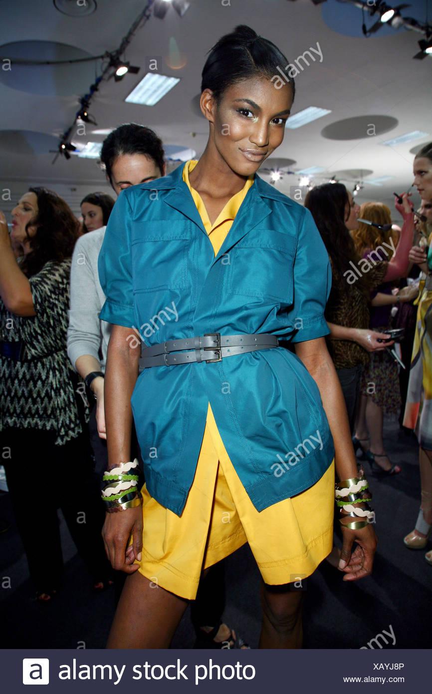 2b0c0d5913f Missoni Backstage Milán listo para vestir primavera verano corto vestido  amarillo