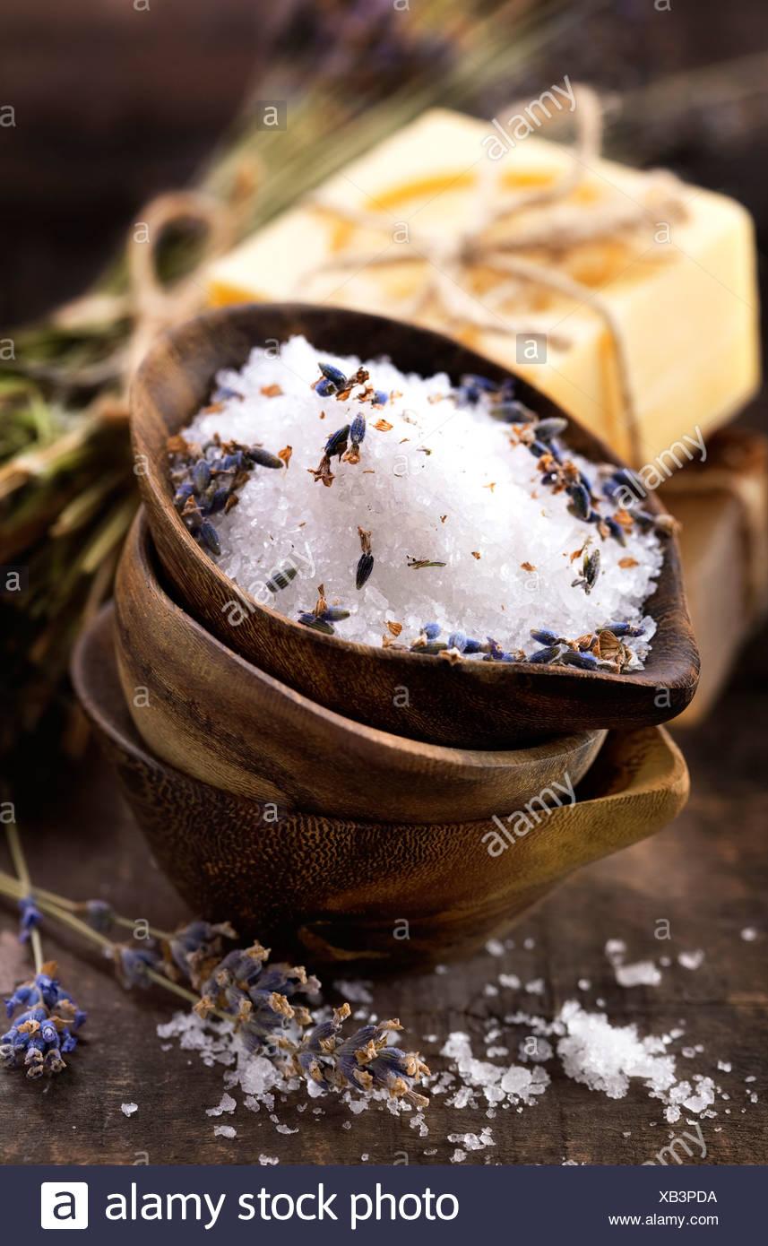 Spa, lavanda y jabones de sal (spa y de cuidado corporal) de fondo Imagen De Stock