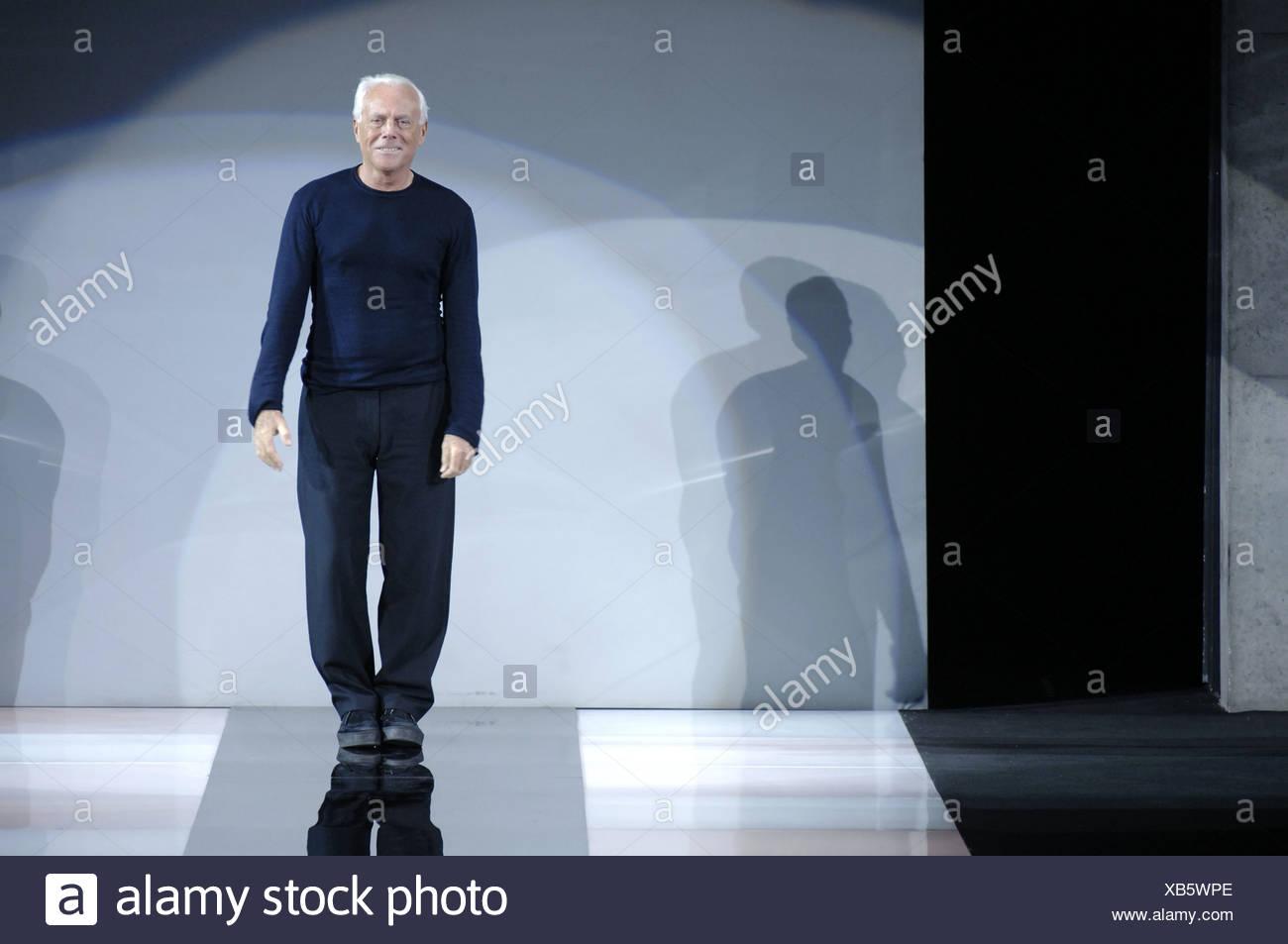 Emporio Armani Milan Listo Para Ponerse Otono Invierno Del Disenador Italiano Giorgio Armani Despues De Su Espectaculo Fotografia De Stock Alamy