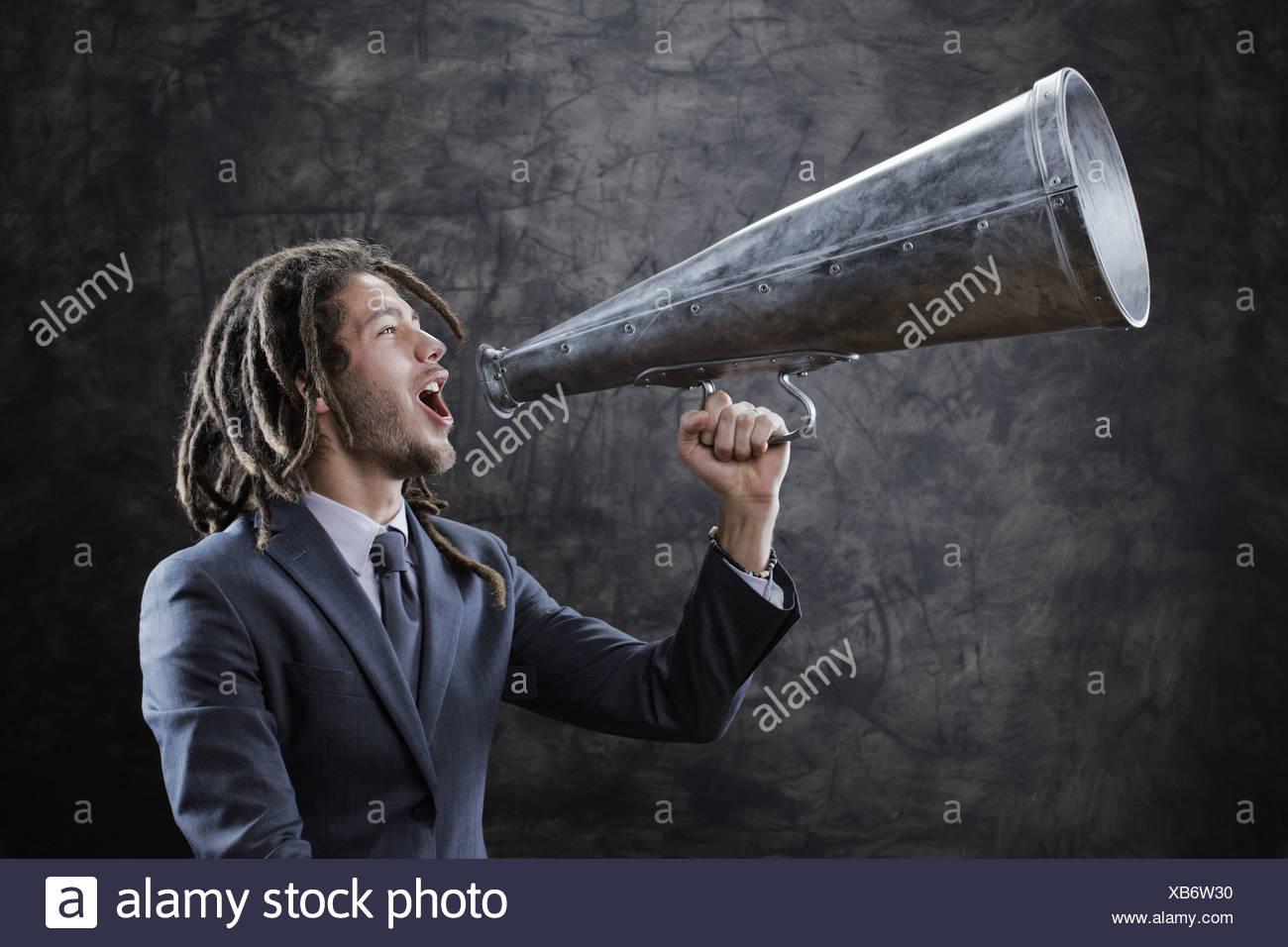 Megáfono gritando hacia Imagen De Stock