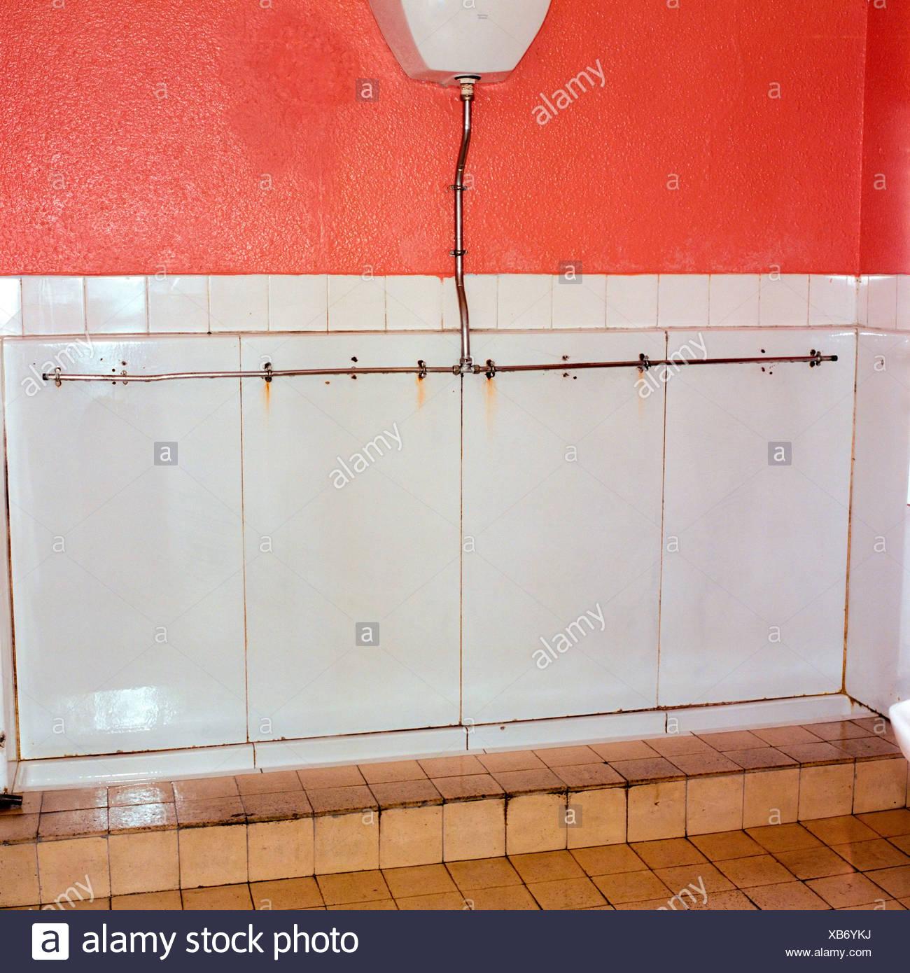 El cuarto de baño de los hombres públicos Imagen De Stock