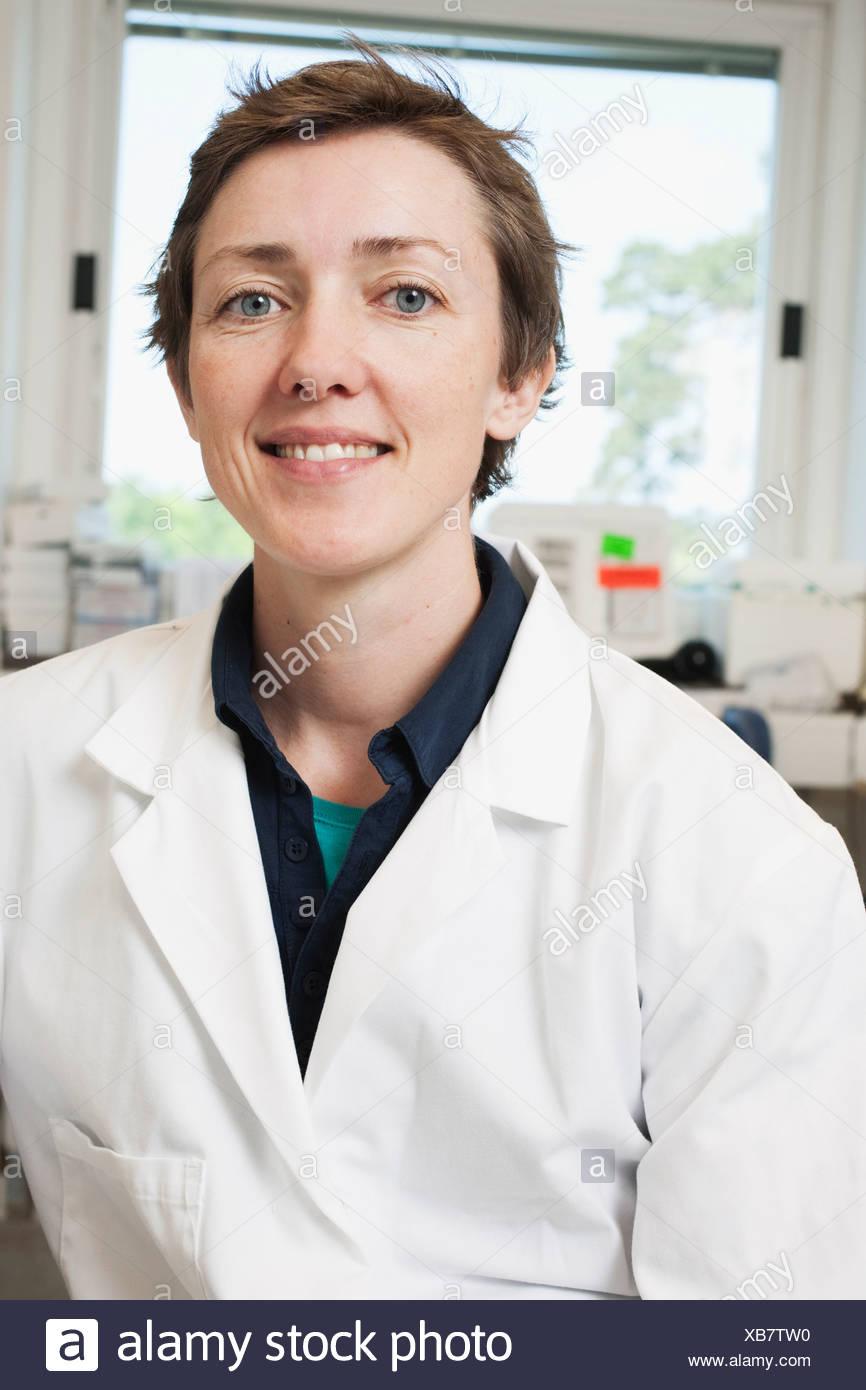 Retrato del científico en el laboratorio Imagen De Stock