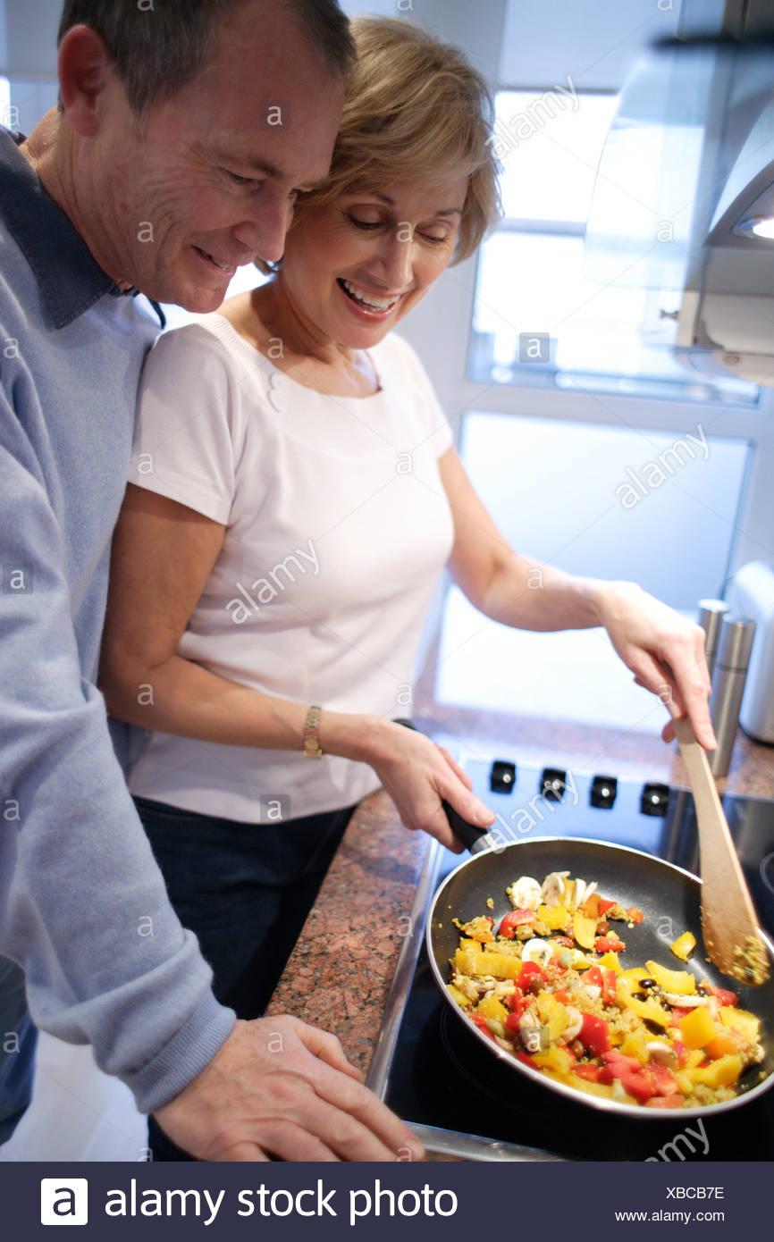 Cocinar En Casa   Par Cocinar En Casa Foto Imagen De Stock 282399362 Alamy