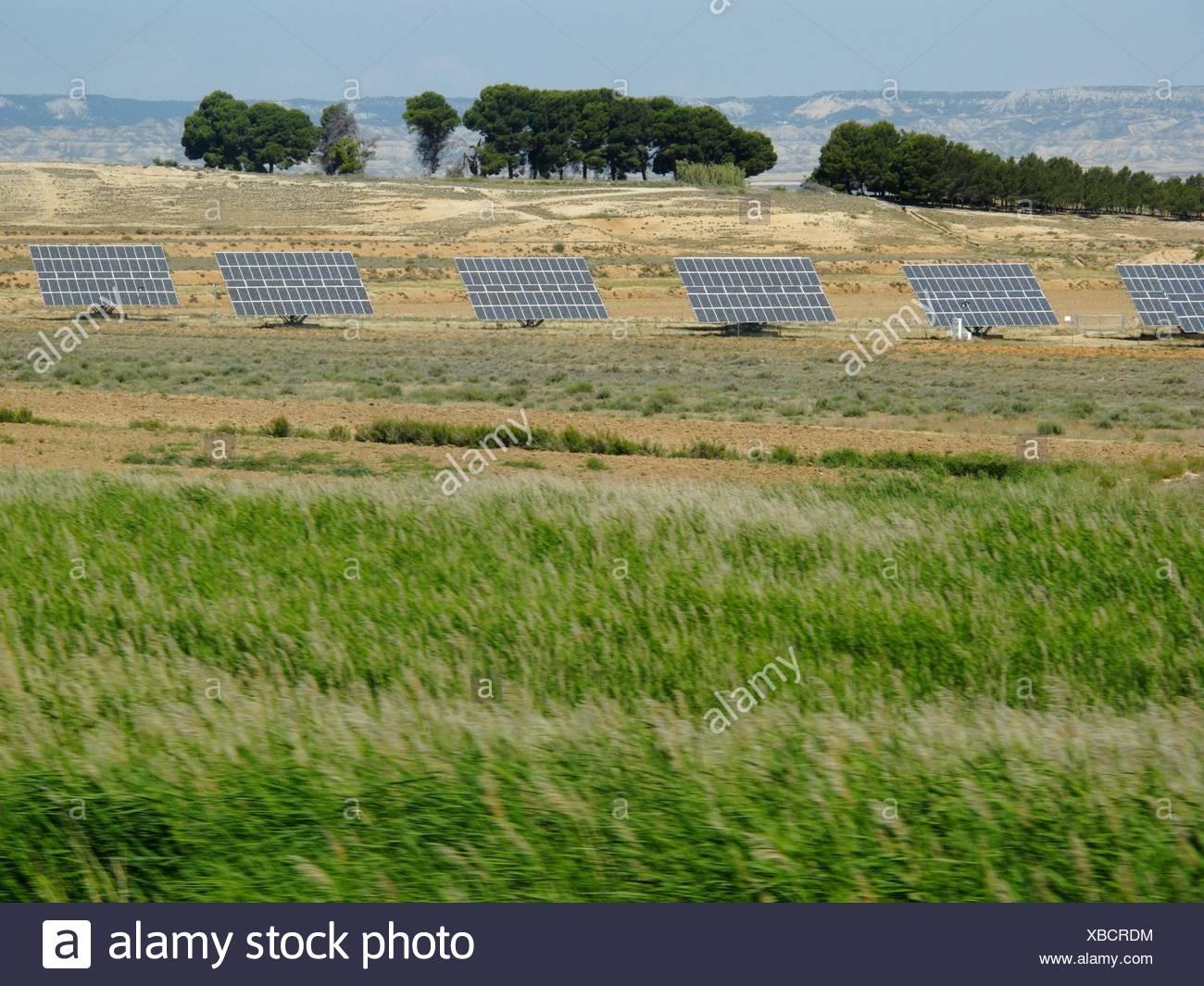 Células solares en los campos de Navarra Imagen De Stock
