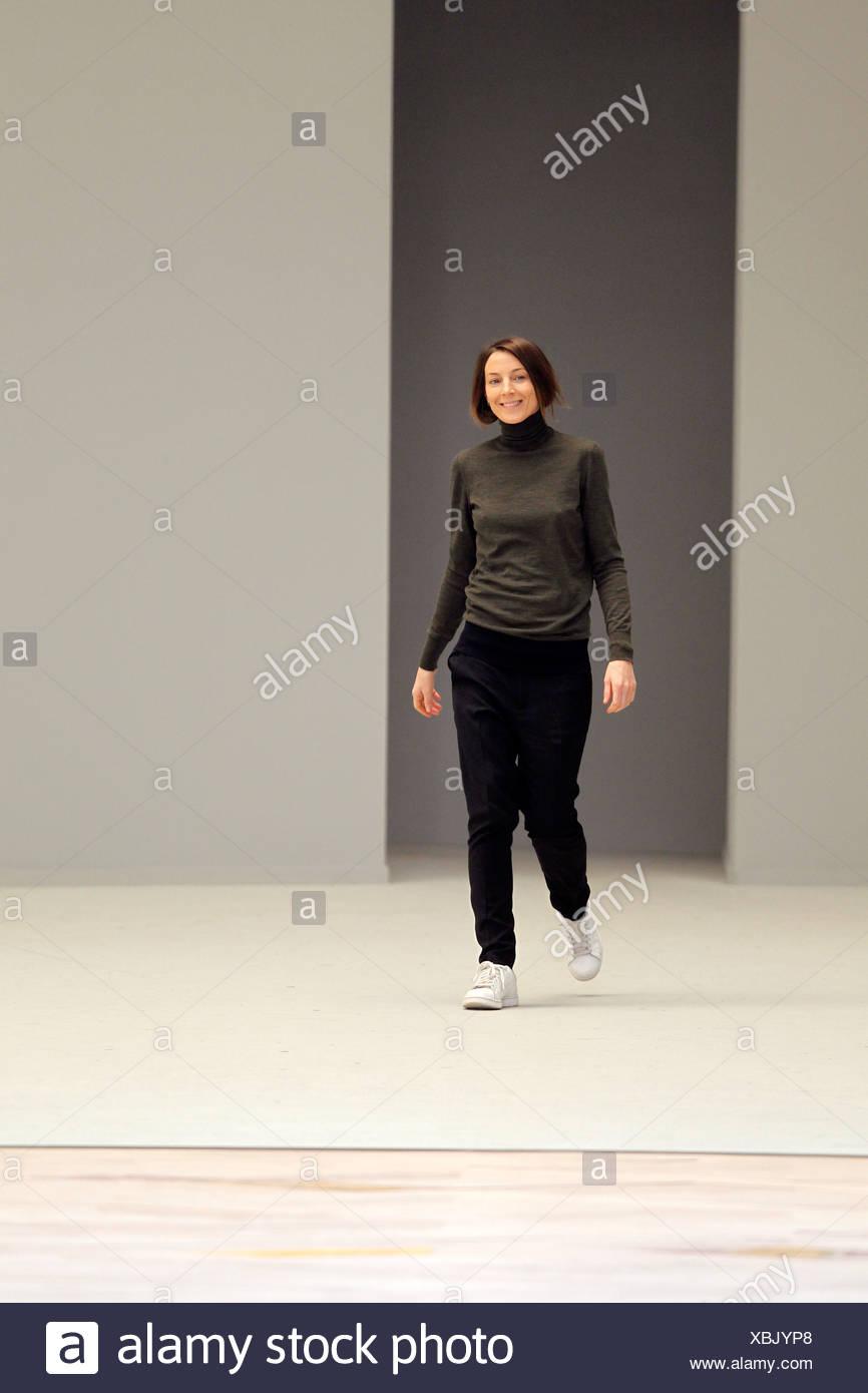 1c03d985b9 Celine Paris listo para ponerse Otoño Invierno 2011 2012 el diseñador de  moda Phoebe Philo Imagen