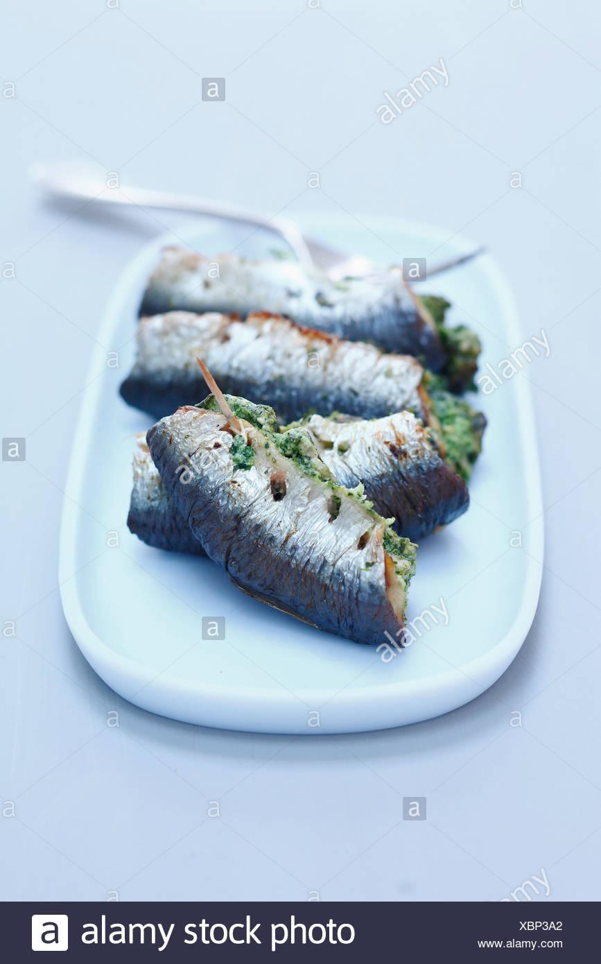 Sardinas asadas rellenas con mantequilla de caracol Imagen De Stock