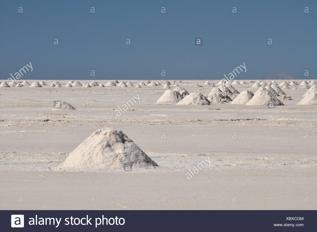 Los montones de sal en el salar de Uyuni, el salar de Uyuni, Potosí, Bolivia, América del Sur Imagen De Stock