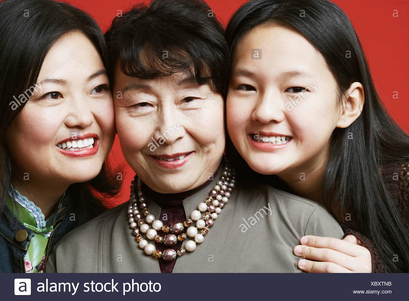 Retrato de una abuela y su nieta sonriendo Imagen De Stock