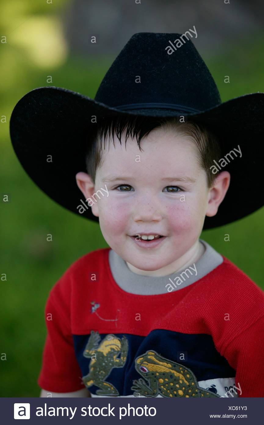 9bb8b6dcc Little Boy Wearing Cowboy Hat Imágenes De Stock   Little Boy Wearing ...