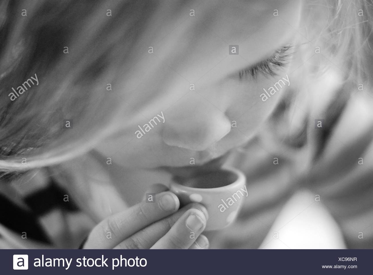 Argentina, Buenos Aires, Little Girl beber té Imagen De Stock