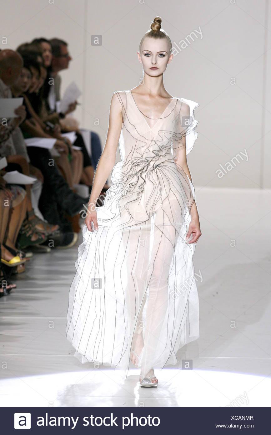 Cream Sheer Dress Imágenes De Stock & Cream Sheer Dress Fotos De ...