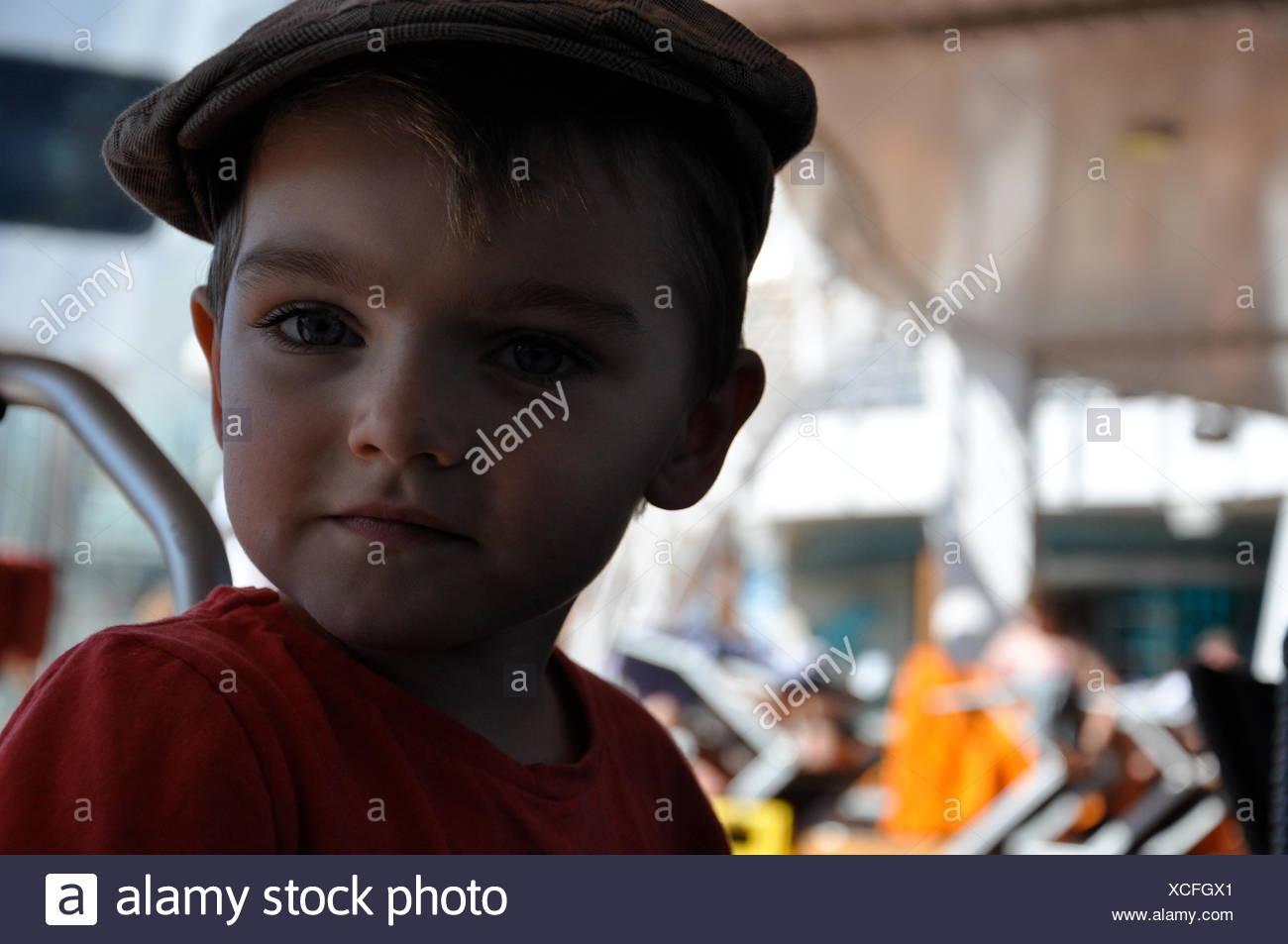 Retrato de chico lindo en Parque de Atracciones Imagen De Stock