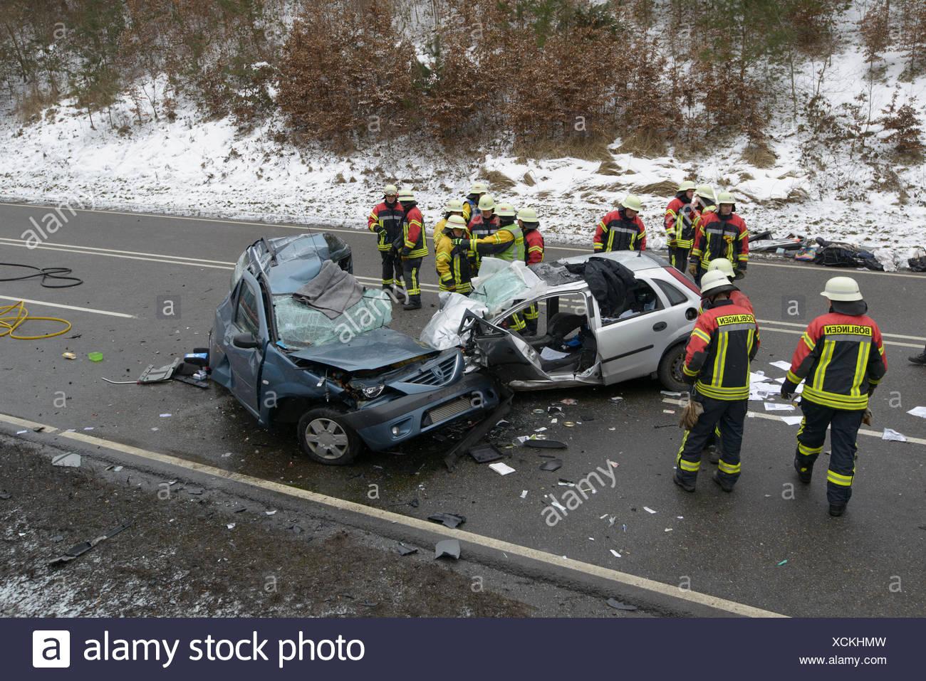 Colisión de un Dacia Logan con un Opel Corsa, lugar del accidente, Böblingen, Baden-Württemberg, Alemania Imagen De Stock