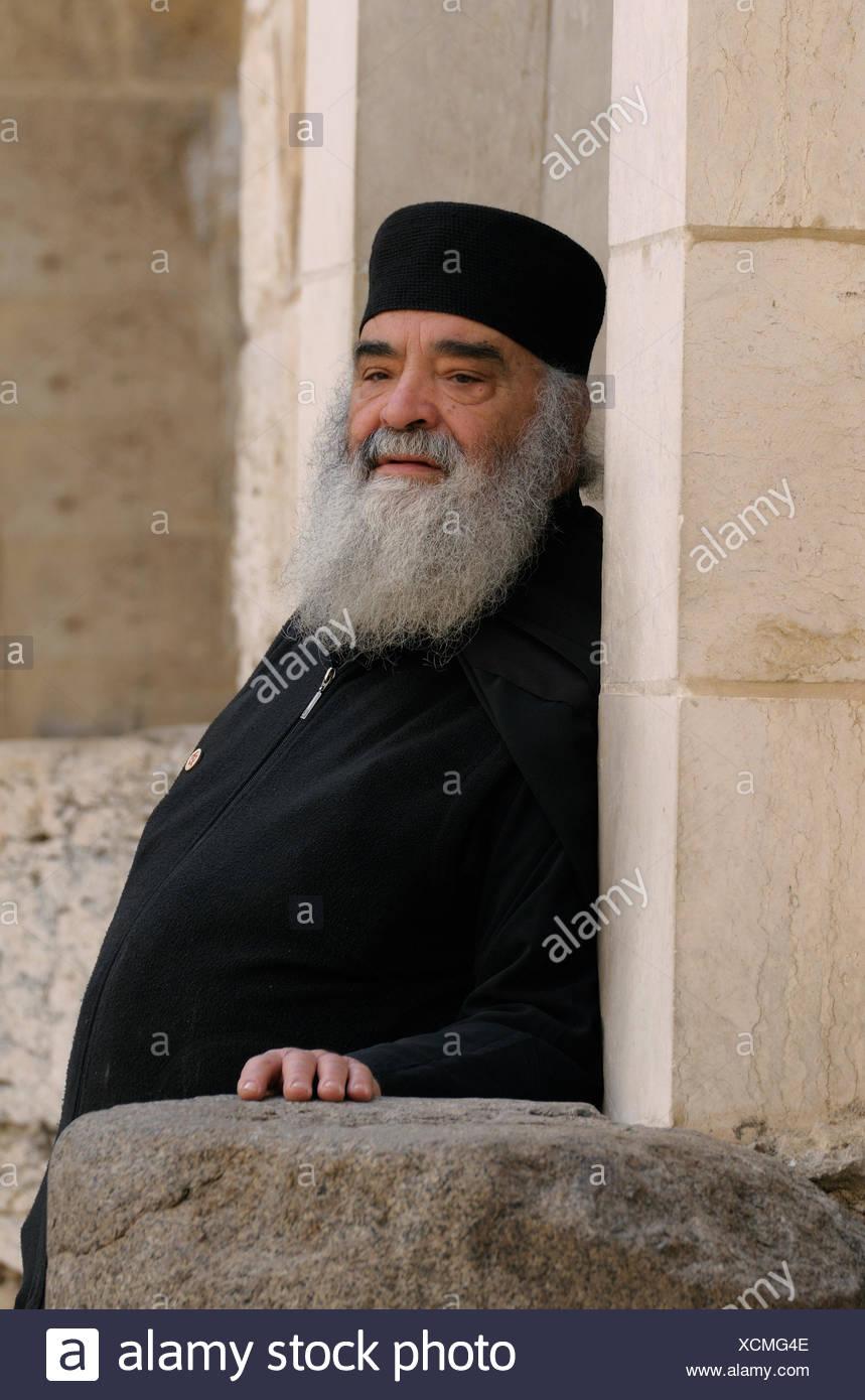 El clérigo ortodoxo griego, del Distrito de Jerusalén, Jerusalén, Israel Foto de stock
