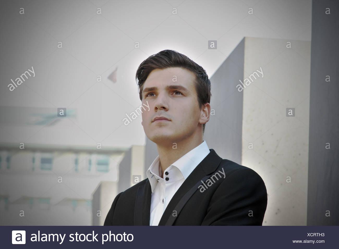 Alemania, Berlín, retrato del joven bien vestido Imagen De Stock