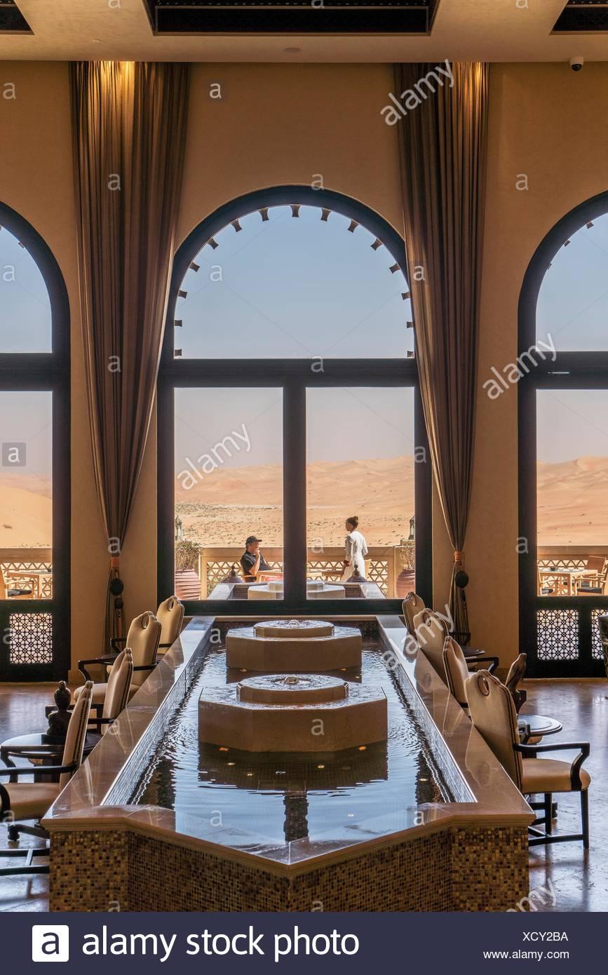 El lujoso resort Qasr Al Sarab, del Anantara grupo, cuarto vacío ...