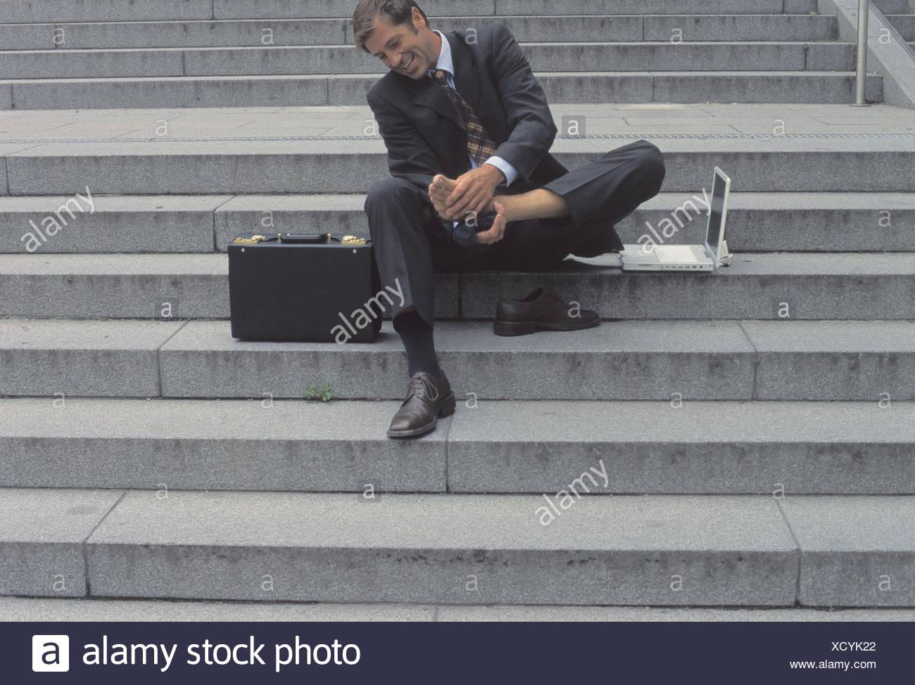 Pie Gerente Exteriores Ocupación Pulse Zapata Pasos De El Empresario Negocios Mirada Escaleras La Sit A Hombre Tira Escaleras wn7YIx4Tqx