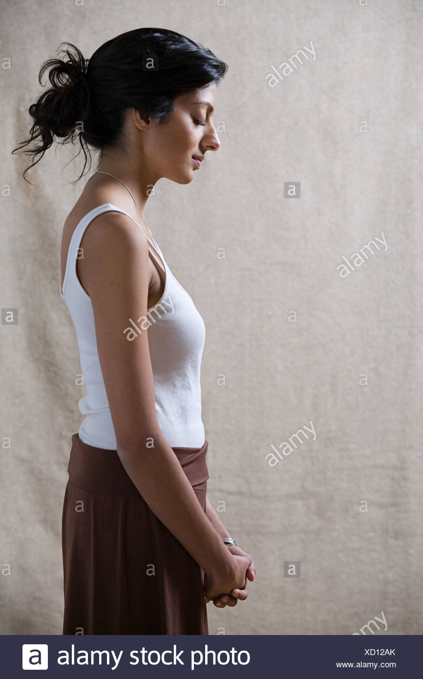 Mujer serena con los ojos cerrados Imagen De Stock