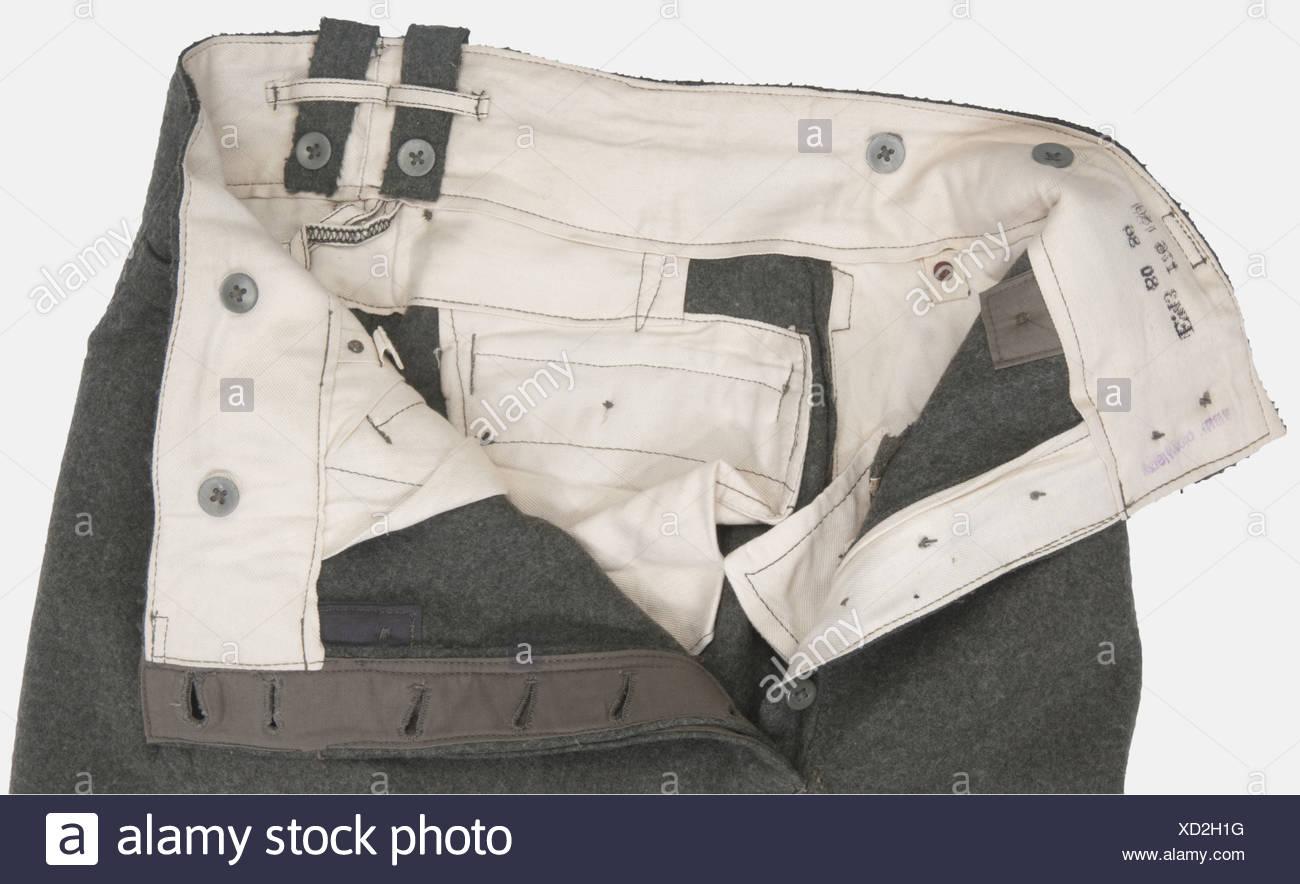 Wehrmacht, Pantalon droit modèle 1943, en drap feldgrau, intérieur blanc avec marquages manufacturant, daté 43. Etat proche du neuf, , Foto de stock