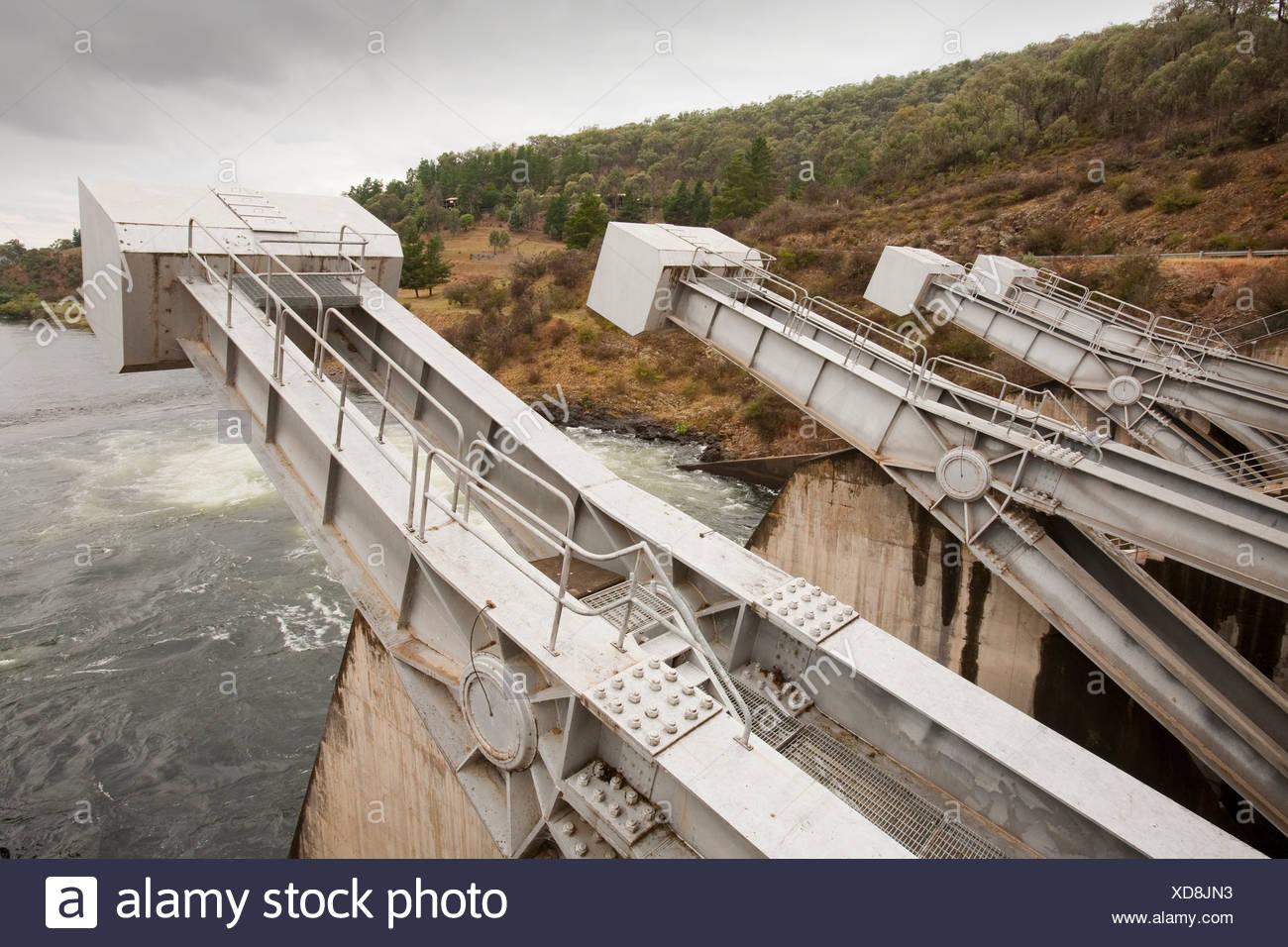 Khancoban dam, parte de las montañas nevadas plan hidroeléctrico en Nueva Gales del Sur, Australia. Foto de stock