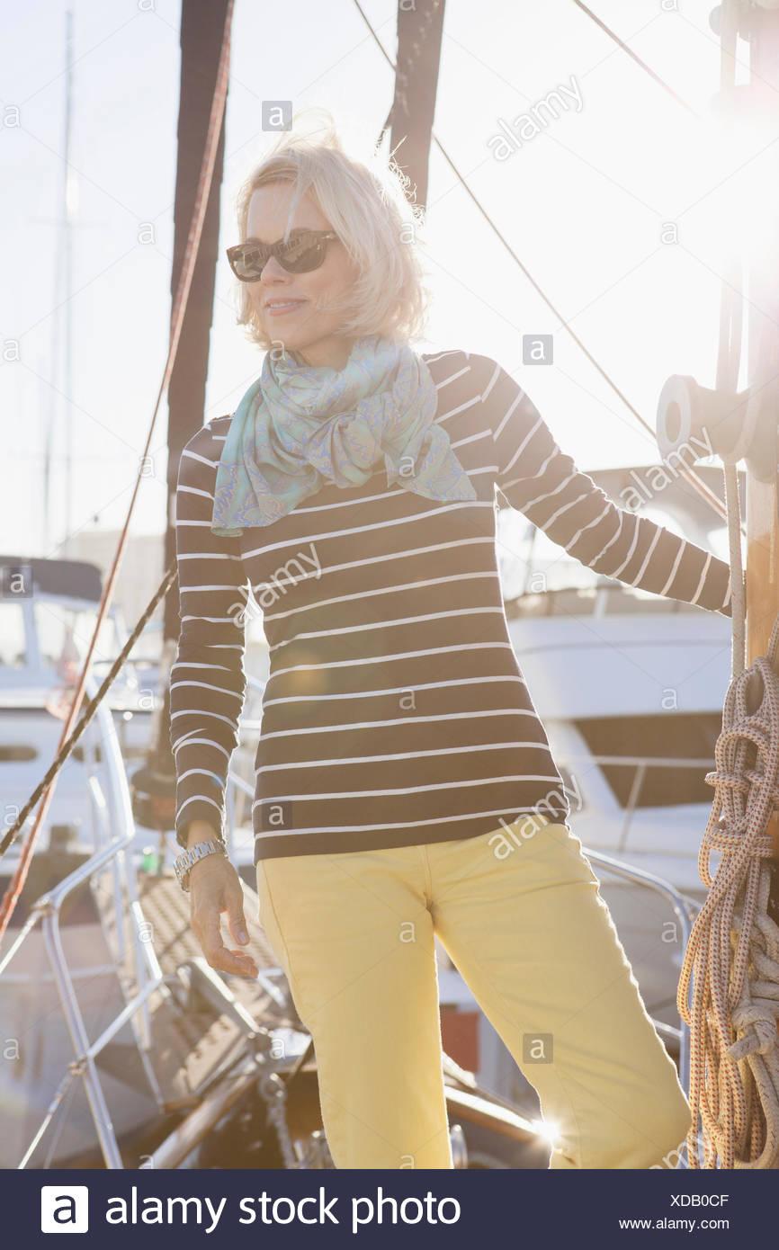 Senior mujer vestida de vela Imagen De Stock