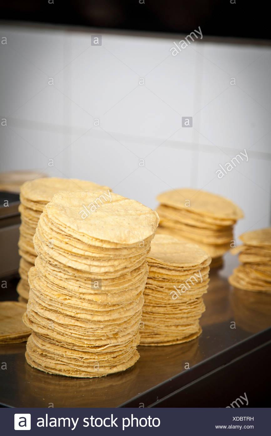 Fabricación de tortillas mexicanas en Madrid, España, Europa. Imagen De Stock