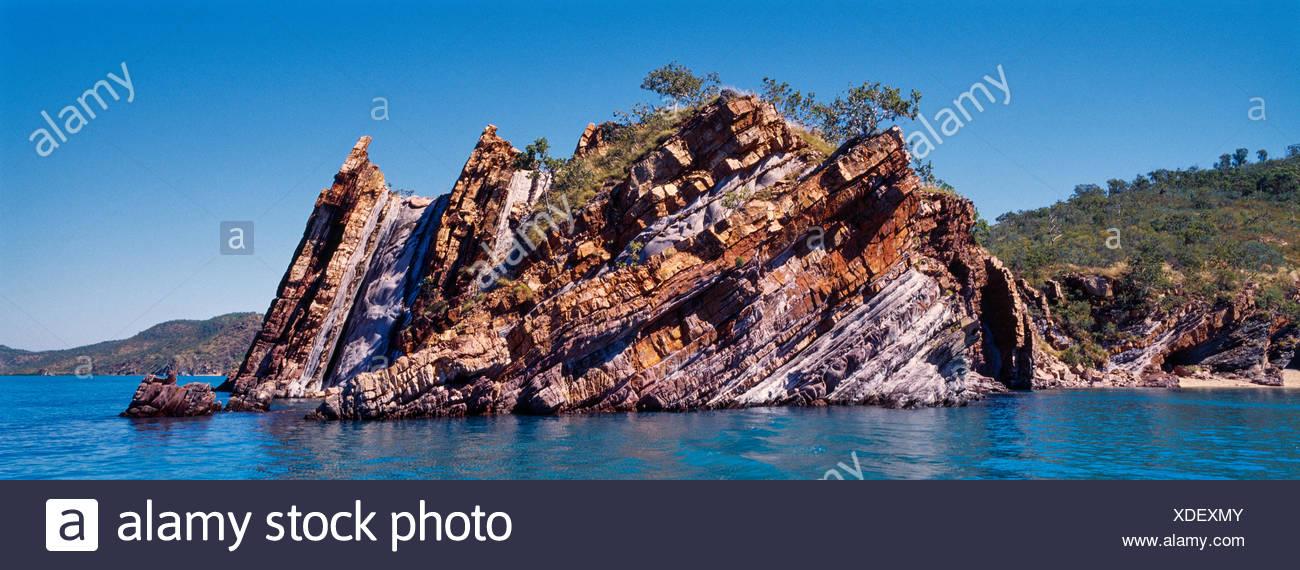 Capas sedimentarias en rocas bajo presión más de 1,8 mil millones de años. Imagen De Stock