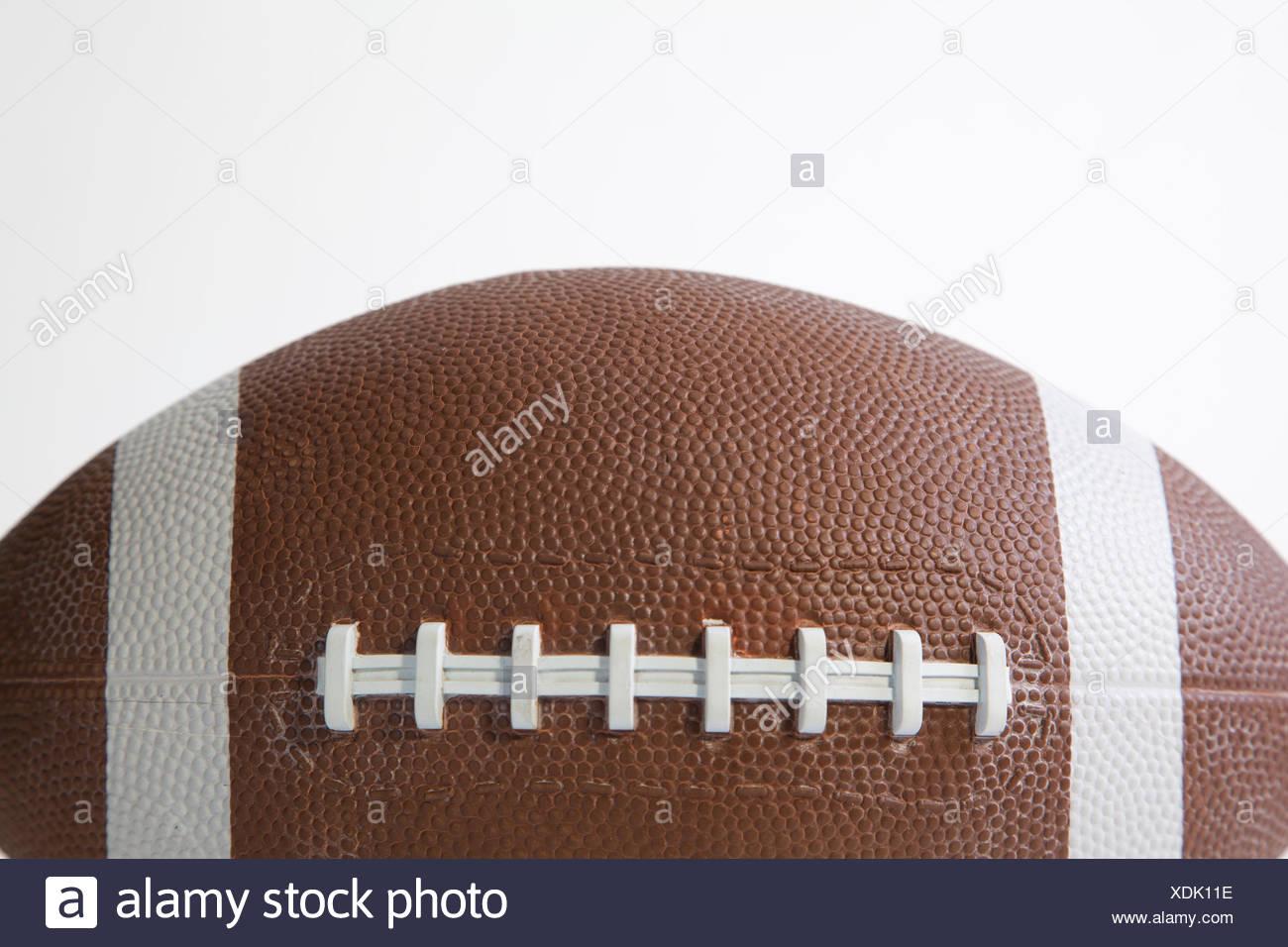 Cerca de un balón de fútbol americano Imagen De Stock