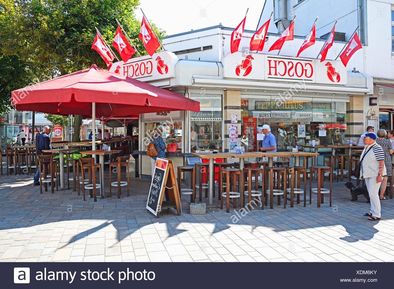 Firma Gosch Filiale der in der Friedrichstrasse en Westerland, Hauptseinkaufsstrasse, Sylt, nordfriesischer Inseln, Nordfriesland, Schleswig-Holstein, Deutschland Imagen De Stock